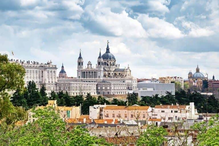 Panorámica de la Catedral de la Almudena y Palacio Real