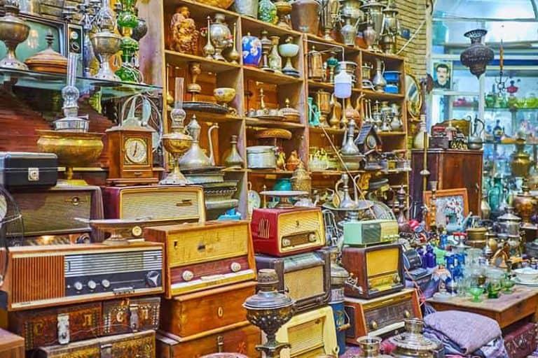 Tienda de antiguedades en el rastro de Madrid