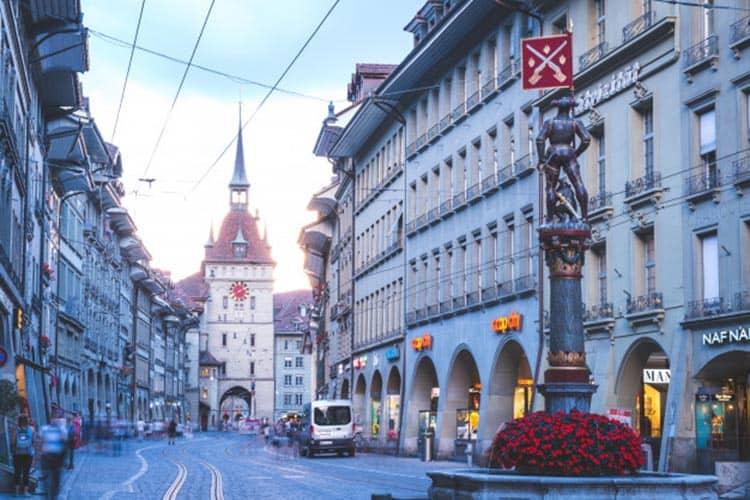 torre-reloj-astronomico-zytglogge-berna-suiza