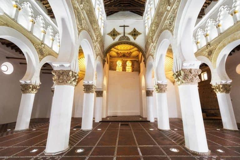 Ver en Toledo la Sinagoga de Santa María Blanca
