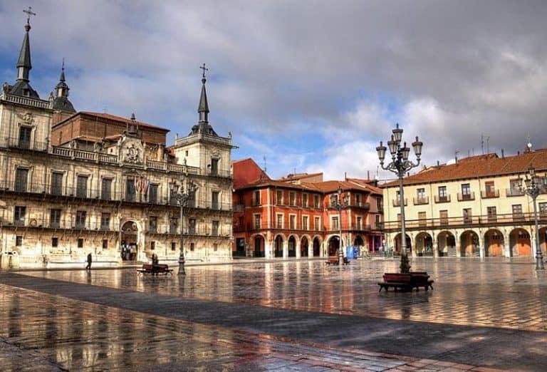 Visitar León en España. La plaza mayor