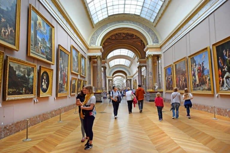 Tour del Louvre en español